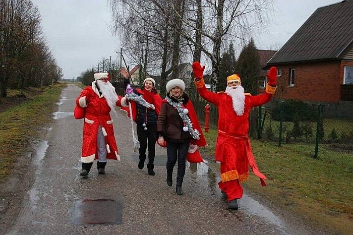 """Širvintų kaimo bendruomenė """"Upė"""" visų švenčių metu stebina kaimo gyventojus. Nuotrauka iš Kalėdinio laikotarpio."""