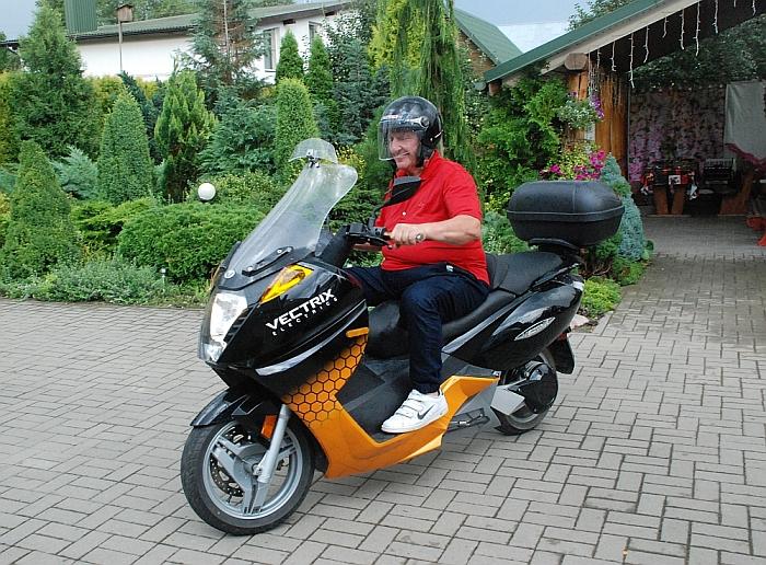 Širvintiškis Jonas Romaška - vienas iš šešių, Lietuvoje turintis elektrinį motociklą.
