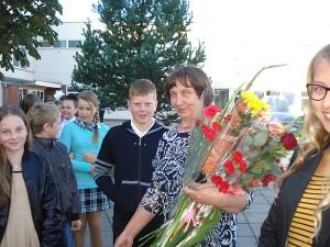 Progimnazijos naujokai - penktųjų klasių mokiniai - su klasės vadove Valerija Daniene.