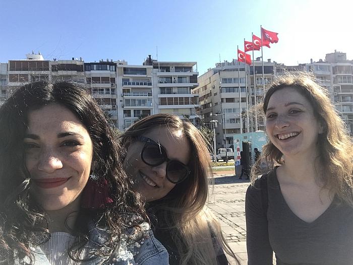 Trys draugės. Iš kairės - Macarena, Šarūnė ir Valentina.