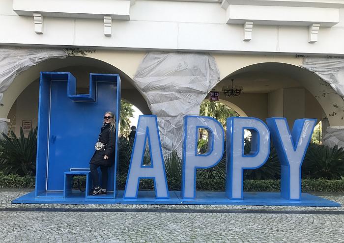 Laimingas turkiškai - 'mutlu'. Laimė - 'mutluluk'.
