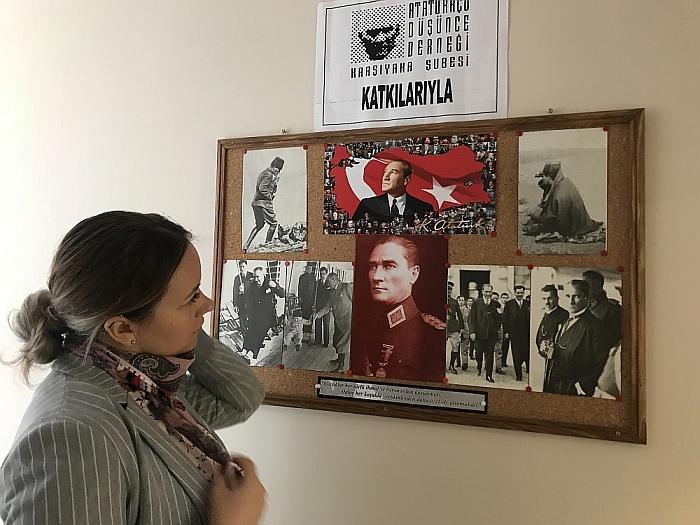 Mustafa Kemalis Atatiurkas (Mustafa Kemal Atatürk) - Turkijos Respublikos įkūrėjas ir buvęs prezidentas. Tai žmogus, kurio dėka Turkijoje atsirado demokratija. Jis vadinamas visų turkų tėvu.