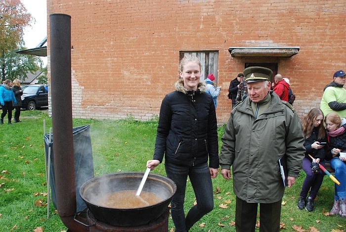 Pasak Leono Vaicekausko, Saulė Kalinauskaitė išvirė pasakiškai skanią sriubą...