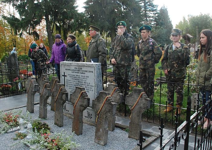 Musninkų kapinėse žygio dalyviai aplankė 1919-1920 metų Nepriklausomybės kovose žuvusių devynių Lietuvos karių kapus.