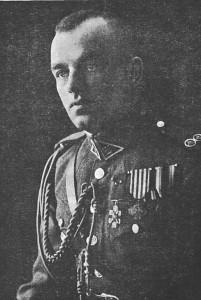 """Atsargos pulkininkas Vladas Skorupskis - garsus Nepriklausomybės kovų dalyvis, 1919 metais vadovavęs Pirmajam pėstininkų pulkui kovose su bermontininkais, už Radviliškio kautynes atskiru Lietuvos Prezidento aktu apdovanotas Vyčio Kryžiumi su kardais ir įrašu """"Už Radviliškį"""". 1920 metais jis dalyvavo kovose su Lenkijos kariuomene, 1921 metais su pulku Širvintų pasienio rajone saugojo Lietuvos ir Lenkijos demarkacijos liniją. 1930 metais išėjęs į atsargą, Vladas Skorupskis apsigyveno Širvintų valsčiuje, rašė populiarias karines knygas jaunuomenei (nuotr. iš """"Trimito"""", 1927 m., Nr. 1)."""