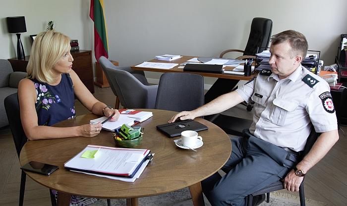 Merė su Komisariato viršininku aptarė situaciją.