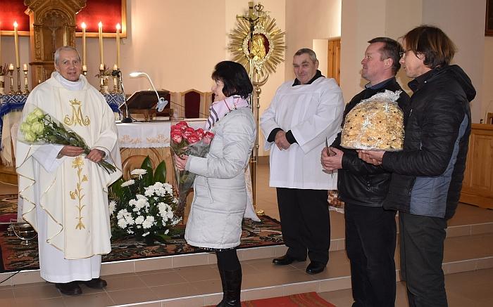 Kleboną sveikina Kiauklių seniūnaitė Danutė Lemešovienė.