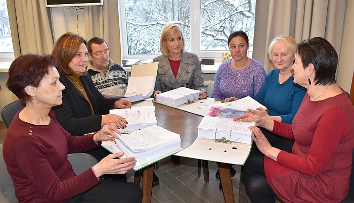 Iniciatyvinė grupė perdavė ministrui parašus.