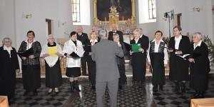 Koncertuoja Tremtinių ir politinių kalinių choras.