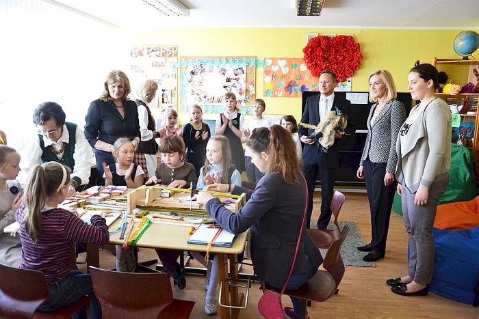 Elena Petkūnienė (stovi antra iš kairės) - Širvintų vaikų dienos centro įkūrėja ir ilgametė vadovė, pagelbėjusi daugybei mūsų krašto šeimų.