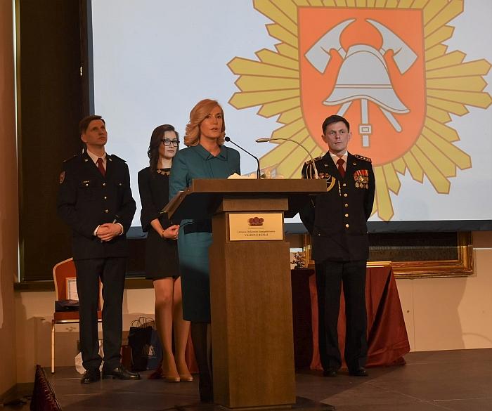 Širvintų rajono savivaldybės merė Živilė Pinskuvienė, atsiimdama apdovanojimą, sakė, kad džiaugiasi ir didžiuojasi mūsų rajono ugniagesiais gelbėtojais.