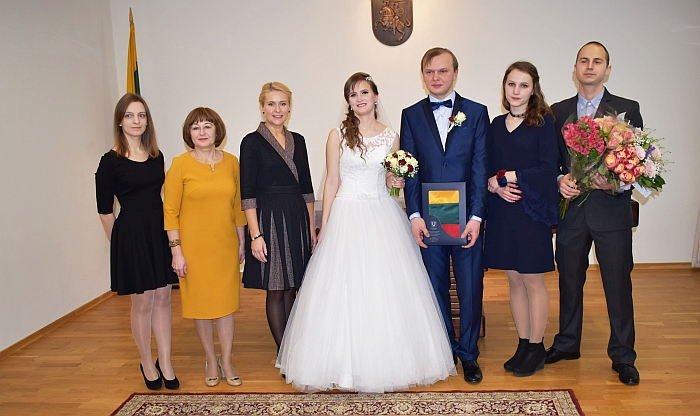 Administracijos direktorė Ingrida Baltušytė-Četrauskienė pasveikino pirmuosius, šįmet sukūrusius šeimas.