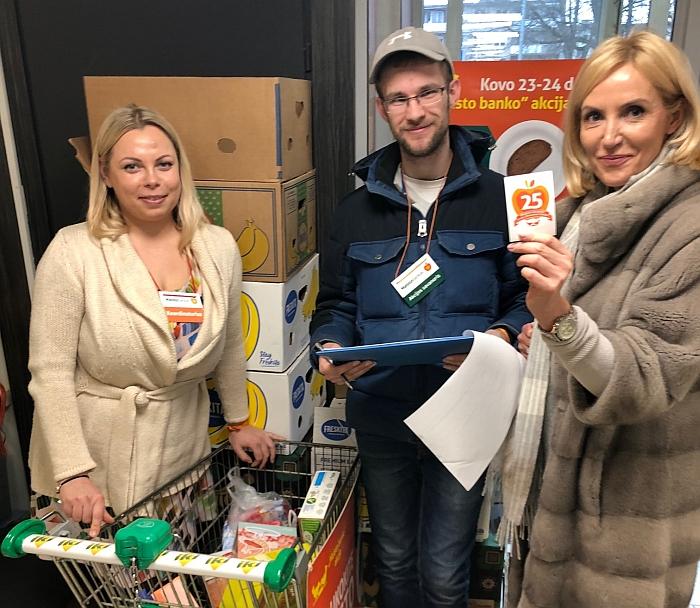 """Prisidėjusi prie """"Maisto banko"""" akcijos, širvintiškius paaukoti maisto produktų nepasiturintiems kvietė merė Ž. Pinskuvienė."""
