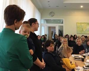 """Apie savo šeimos sėkmingą kelią pasakojo """"Kompleksinių paslaugų šeimai plėtra Širvintų rajone"""" projekto dalyvė Oksana Avlasevičienė."""