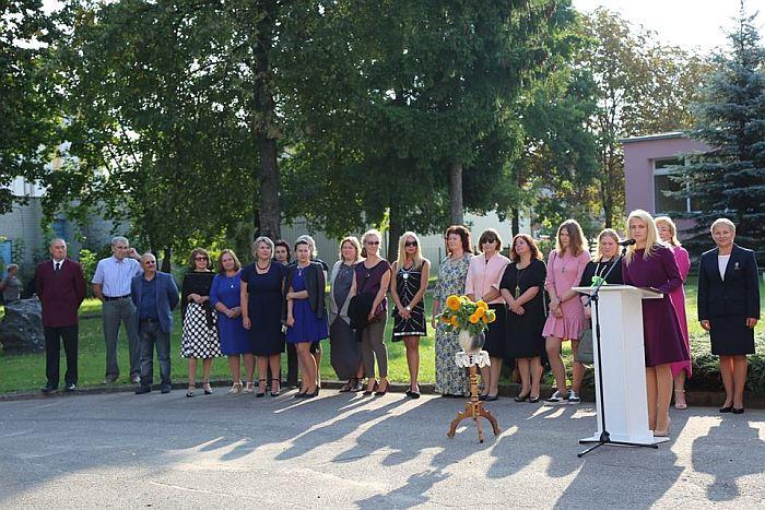 Širvintų Lauryno Stuokos-Gucevičiaus gimnazijos mokinius sveikino Administracijos direktorė Ingrida Baltušytė-Četrauskienė.