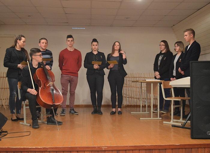 Širvintų Lauryno Stuokos-Gucevičiaus gimnazijos mokiniai džiugino muzikos ir poetinio žodžio derme.