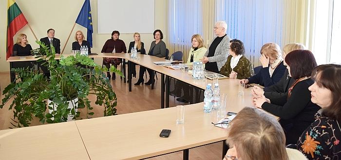 Savivaldybės posėdžių salėje įvyko susitikimas su visuomenės atstovais - iniciatyvine grupe I. Šeiniaus paminklui sukurti.