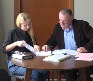 Tarybos narys Vytas Šimonėlis susipažino su Plikiškių tilto statybos dokumentais.