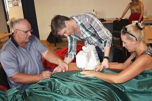 Vėliavos siuvimo procese dalyvavo Živilė ir Jonas Pinskai.