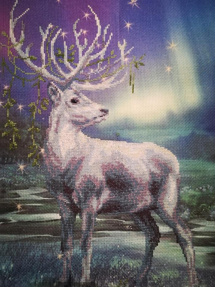 Rasos Gadliauskienės kryželiu siuvinėti paveikslas