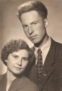 Liudvika ir Albinas Skardžiai vestuvių dieną. 1957 metų pavasaris.