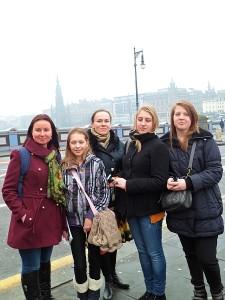 "Širvintų ""Atžalyno"" progimnazijos delegacija Edinburgo mieste."