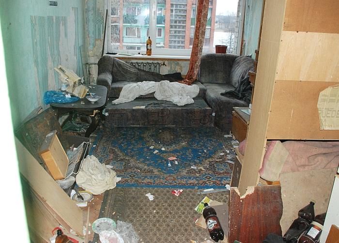 """Pernai tokį """"socialinį būstą"""" """"Širvintų krašto"""" apžvalgininkė nufotografavo Vilniaus g. 41 name (bendrabutyje)."""