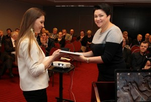 Apdovanojimą Širvintų sporto mokyklos vadovei įteikė Lietuvos tautinio olimpinio komiteto prezidentė Daina Gudzinevičiūtė.
