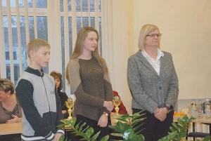 Geriausieji 2013 metų stalo tenisininkai Daimonas Ušackas ir Greta Gujytė bei jų trenerė Virginija Lisevičienė.