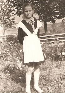 Rita Ustinova-Stankevičienė - Musninkų vidurinės mokyklos antrokė. 1962 m.