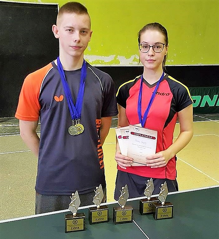 Mišriųjų dvejetų varžybų nugalėtojai Daimonas Ušackas ir Evelina Žygytė džiaugėsi ir kitais trofėjais