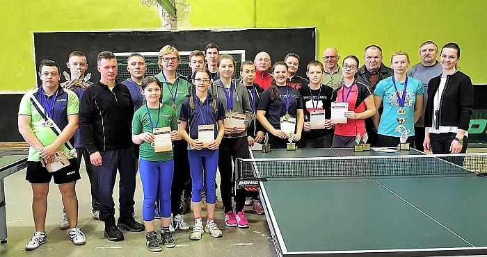 Turnyro dalyviai ir organizatoriai po apdovanojimų