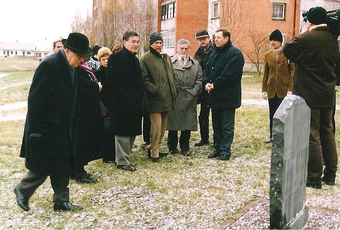 Jonas Stankevičius (trečias iš dešinės) su Brazilijos užsienio reikalų ministerijos delegacija Širvintose. 2002 m.
