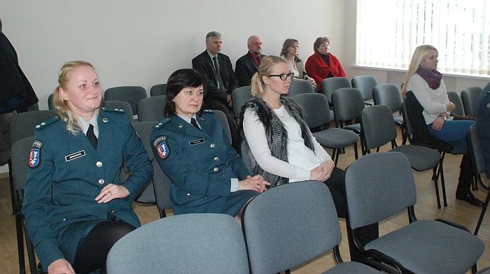 Širvintų rajono policijos komisariato salėje laisvų vietų buvo likę nemažai...