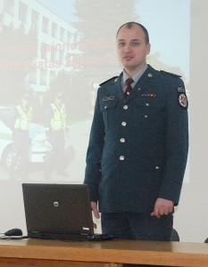 Širvintų rajono policijos komisariato ataskaitinį susirinkimą pradėjo komisariato viršininkas Erik'as Jalovik'as.
