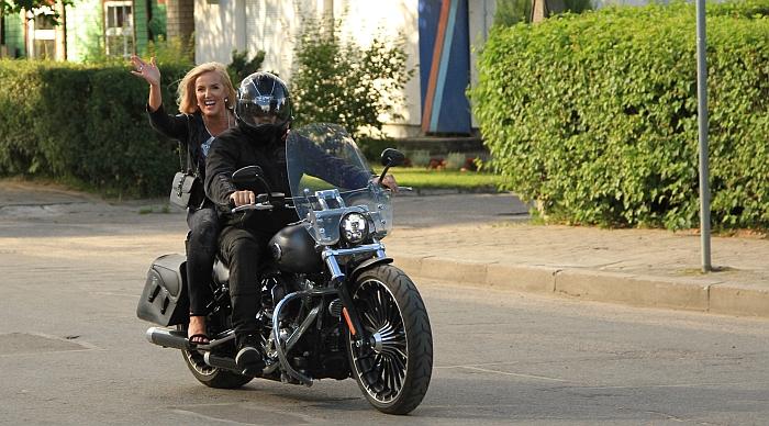 Širvintų rajono merė Živilė Pinskuvienė nustebino gausiai susirinkusius širvintiškius ir miesto svečius į miesto šventę atvykdama motociklu