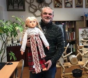 Mokytojas A. Golcas su olimpiados nugalėtojos Deimantės Stankevičiūtės darbu.