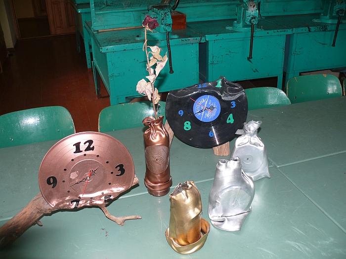 Iš vinilinių plokštelių pagaminti laikrodžiai
