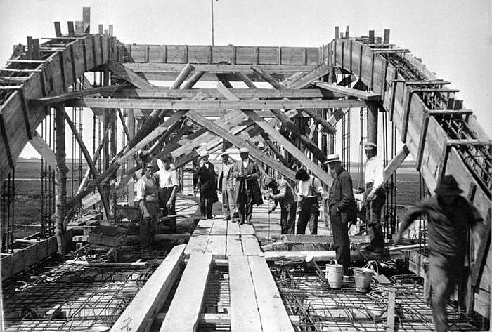 Statomas analogiškas (tik kelių arkų) tiltas Pasvalyje (miestai.net nuotr.)