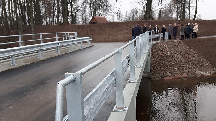 Daugybę metų lauktu Plikiškių tiltu per Musę vietos gyventojai, bendruomenė be galo džiaugiasi.