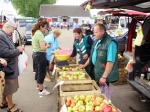 """""""Ažuožerių sodai"""" obuolius Širvintose pardavinėjo paskutinį kartą."""