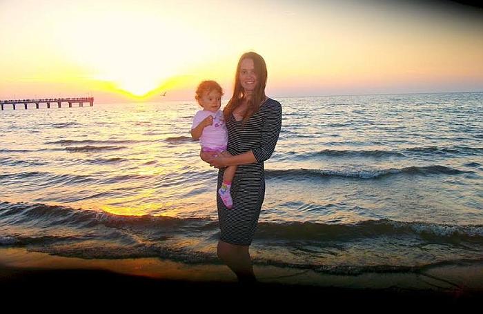 Nuotrauka iš pirmosios Rustės, Ugnės dukrytės, kelionės prie jūros, jai tuomet buvo pusantrų metų.