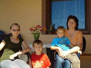 Jaroslav'as Urbanovič savo rankomis surentė dailų namą, kad patogu būtų gyventi ne tik patiems, bet ir trims atžaloms: sūnums Bartoš'ui ir Šymon'ui bei dukrai Natalijai.