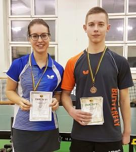Evelina Žygytė ir Daimonas Ušackas po apdovanojimo.