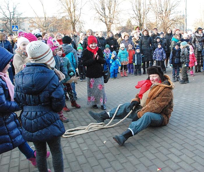 Kanapinio nugalėtas Lašininis liūdnas - žiema turės iš kiemo bėgti...