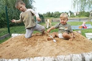 """Vaikų priežiūros grupė - viena iš šeimų bendruomenės """"kūdikių""""."""