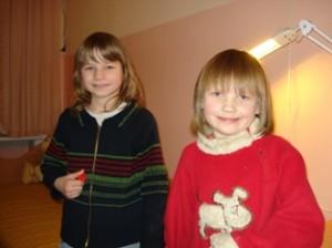 Sandra ir Loreta labai troško pozuoti prieš fotoaparatą.