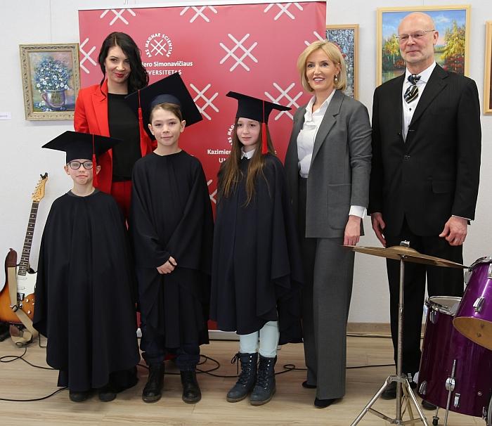 Kazimiero Simonavičiaus universiteto rektorius Arūnas Augustinaitis (dešinėje), Edukacinių inovacijų centro vadovė Evelina Lipskaja (kairėje).