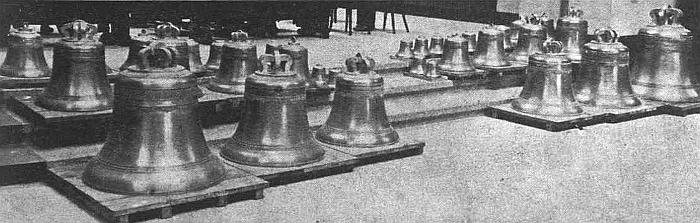 """Taip 1937 metų vasario 15 dieną Karo muziejuje atrodė krikštynoms parengti Kauno kariljono varpai (""""Jaunoji karta"""", 1937 m., Nr. 8)."""