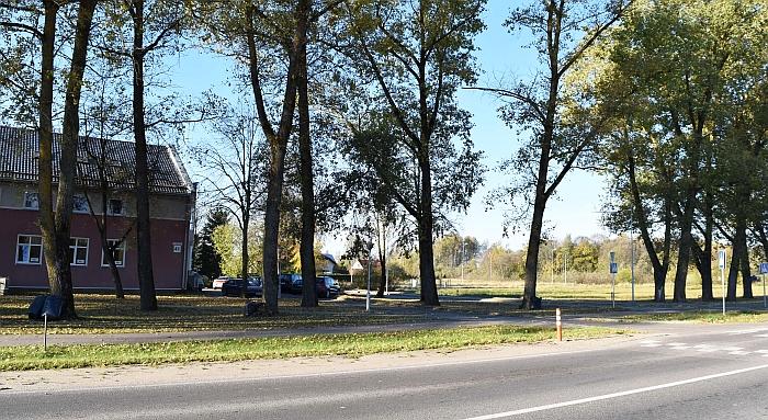 """Tarp """"Sodros"""" pastato ir turgavietės verslininkas Augenijus Baravykas rengiasi statyti viešbutį."""
